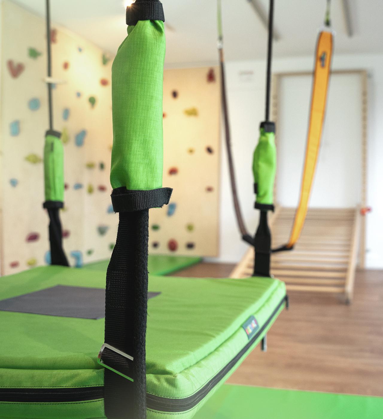 Physiotherapie Hannover Behandlungsraum Kletterwand Sprossenleiter