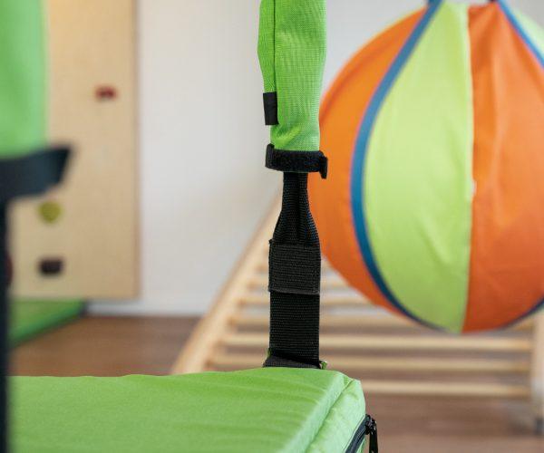 Physiotherapie Am Klagesmarkt – Behandlungsraum für Kinder mit Kletterwand